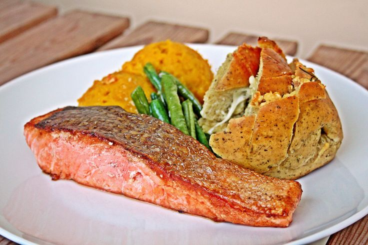 https://flic.kr/p/tQpsq8 | Pan-seared Salmon | Quick shot before the evening got darker. Served with a side of roasted pumpkin mash, sautéed long beans and garlic bread.