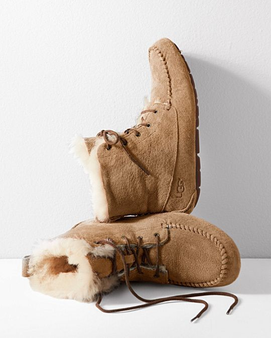 new style 9fcc4 fee0e Ron Holt on   Uggs   Moccasins outfit, Fashion outfits, Moccasin boots