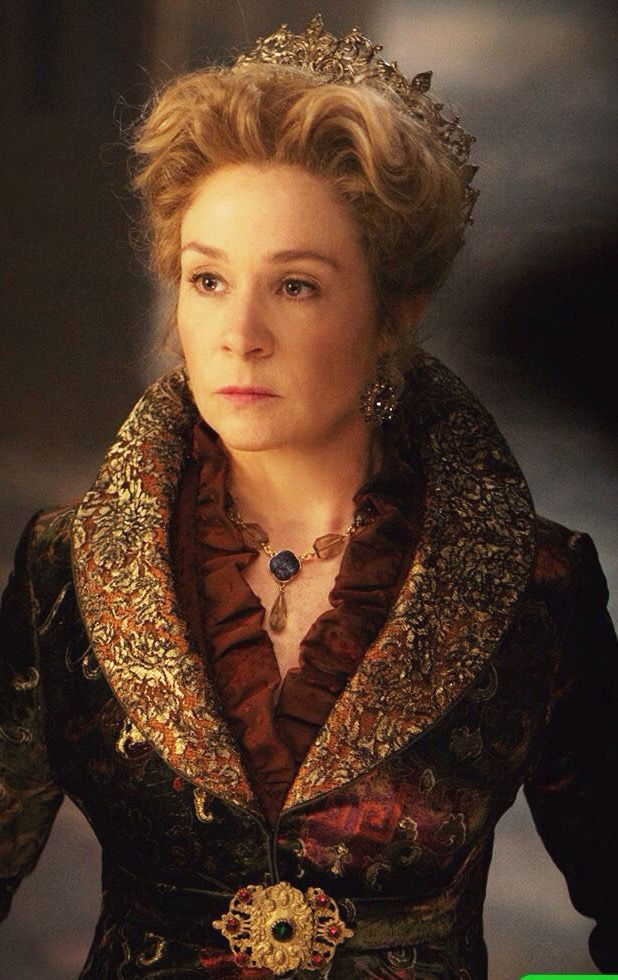 Queen Catherine de Medici (Megan Follows) - Reign (serie-2013) | female character inspiration | queen | writing | filmmaking | screenwriting | story