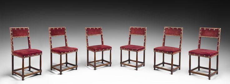 Rare suite de six chaises d'époque Henri II. France, Ile de France ou Val de Loire. Renaissance, vers 1560. Bois de noyer.