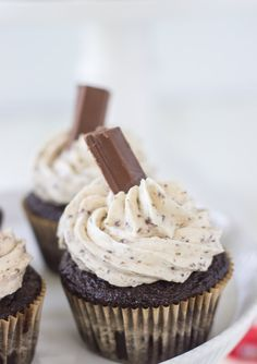 A moist chocolate cupcake with a whipped kit kat buttercream makes these Kit Kat Cupcakes a great Halloween recipe.