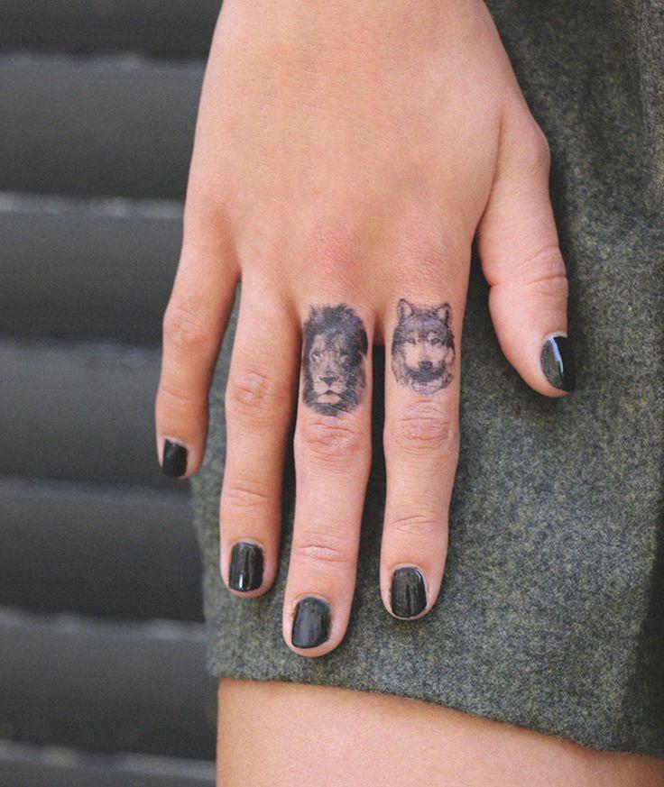 Les 25 meilleures id es de la cat gorie tatouage tete de loup sur pinterest tete de loup - Tatouage doigt prix ...