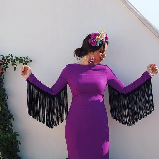 Preparados listos ya! Mi único día de feria, así que vamos ha aprovecharlo a tope ! No pienso parar de subir fotos jeje Flor de @eltocadordesarita #Due #Duejoyitas #feriadecordoba #cordoba #flamenca #volantes #gitana #trajesdeflamenca