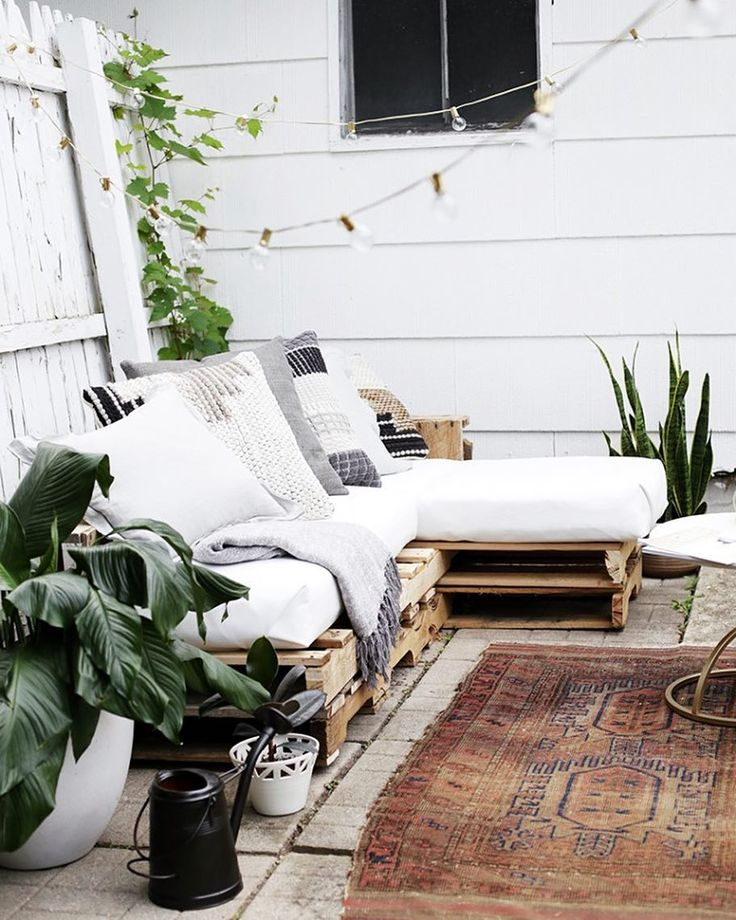 Cozy Outdoor Furniture For Enjoying The Lazy Days Of Summer Is A Must Have  For Me! One Of My Favorite Things Weu0027ve Ever Made Is This Pallet Swing Bed  A Few ...