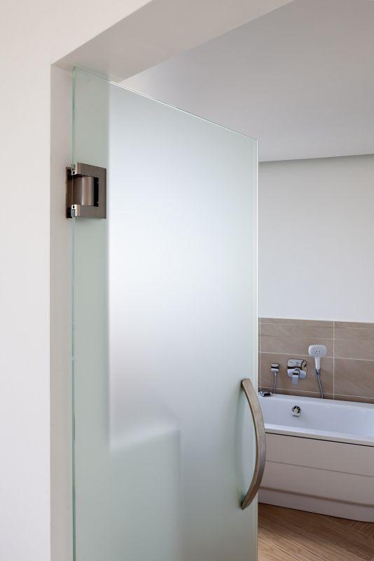 Skleněné dveře v koupelně