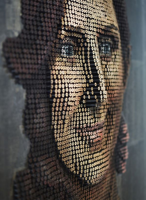 Andrew Myers, this talented artist born in Germany but raised in Spain has many facets. He is well known for his sculptors and his paintings for which he has won many prizes, but for me one of his outstanding projects is that of his screw portraits.