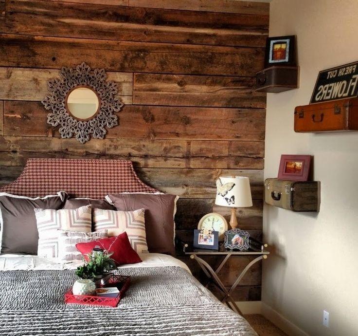 Стена из старой вагонки и чемоданы - полки   #вагонка #доска #полка #спальня #чемодан