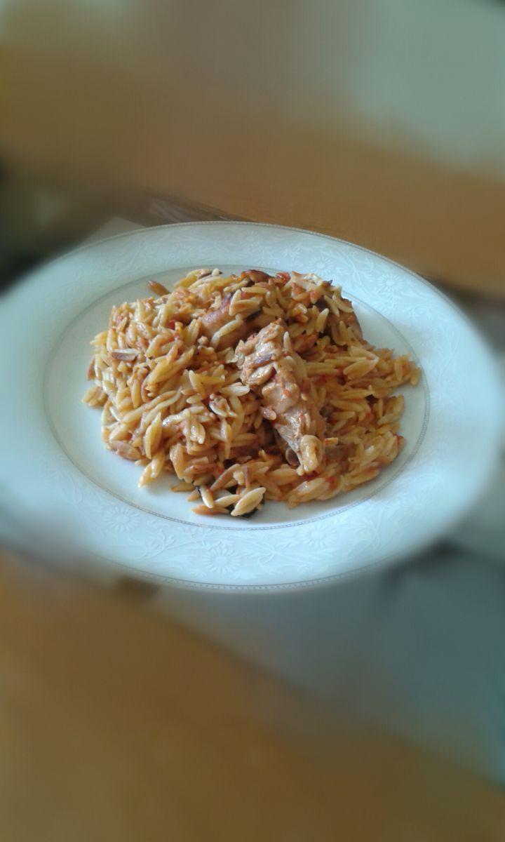 Ένα ωραίο και παραδοσιακό πιάτο!! Γιατί πρέπει να μας αρέσει και η μεσογειακή κουζίνα γιατί είναι και υγιεινή!!Έχει πολλούς τρόπους να κάμεις το γιουβέτσι στο φούρνο, στην κατσαρόλα.Με μοσχαράκι, μ...