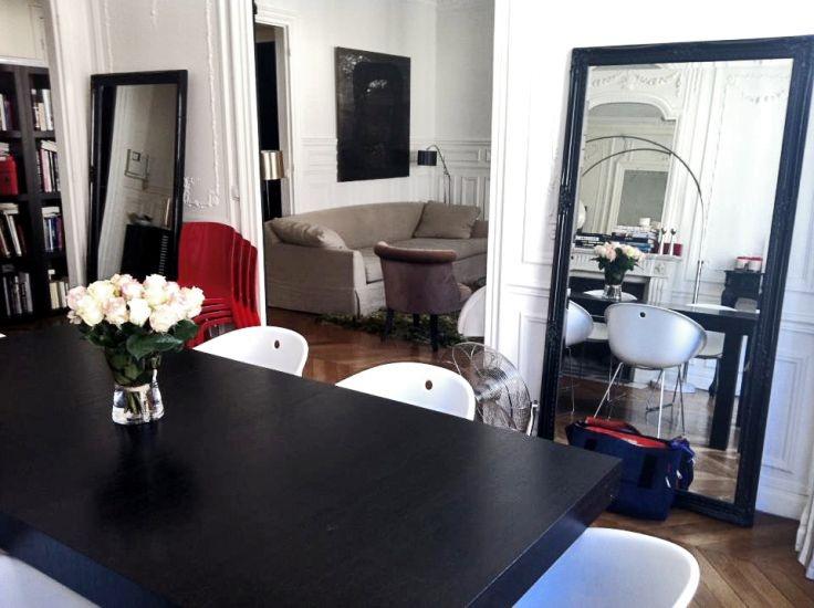 Salon haussmannien rue de buci et son mur offblack de for Deco sejour haussmannien