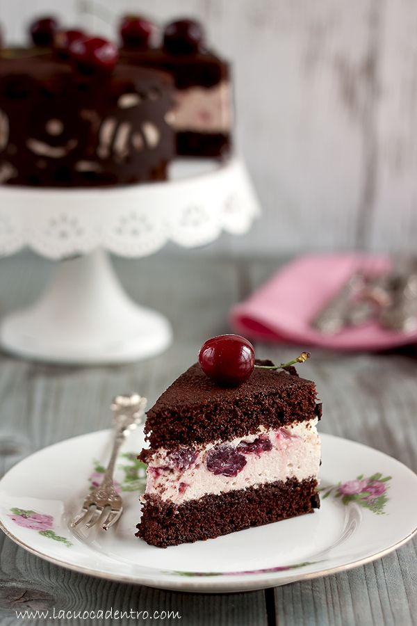 torta al cioccolato bavarese al cioccolato bianco di montersino e ciliegie