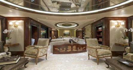 Yacht Iroquois interior