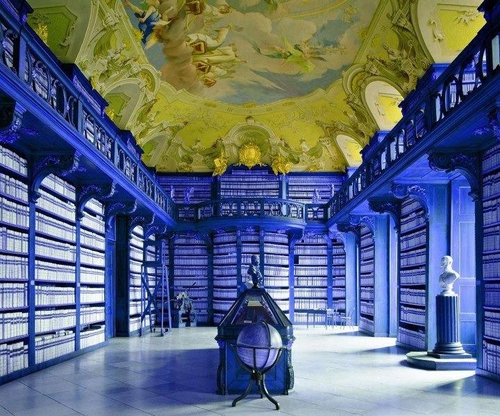 Intérieur bleu Klein
