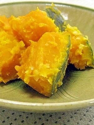 「甘いんです♪塩麹でかぼちゃの蒸し煮」塩麹だけでとっても甘いかぼちゃの蒸し煮です。ホクホク煮るのは私流♪【楽天レシピ】