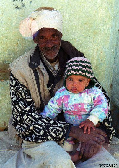 El oasis de Siwa, abuelo y nieta
