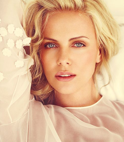 Charlize Theronhttp://media-cache-lt0.pinterest.com/upload/89649848802935694_eyBWuq0T_f.jpg