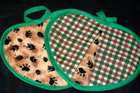 Green & red plaid heart shaped potholder by HandcraftedforKids, $12.00    Perfect potholders for your house by the lake!!!: Perfect Potholders, Pots Holders, Heart Shape, Plaid Heart, Red Plaid, 12 00 Perfect, Shape Potholders