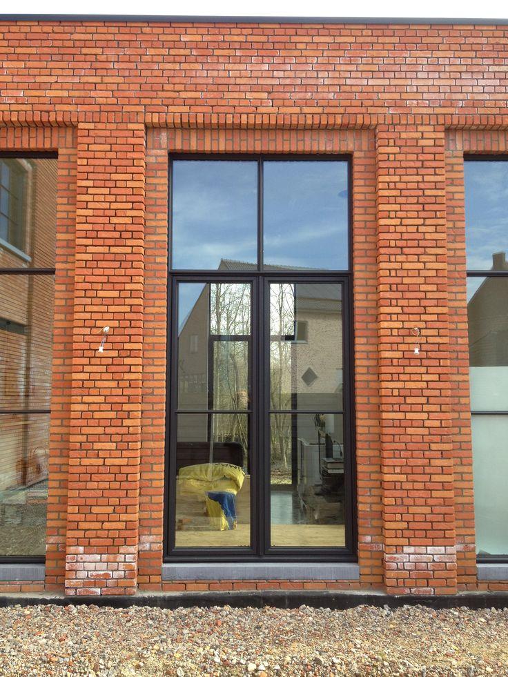 Baksteen en steellook raam
