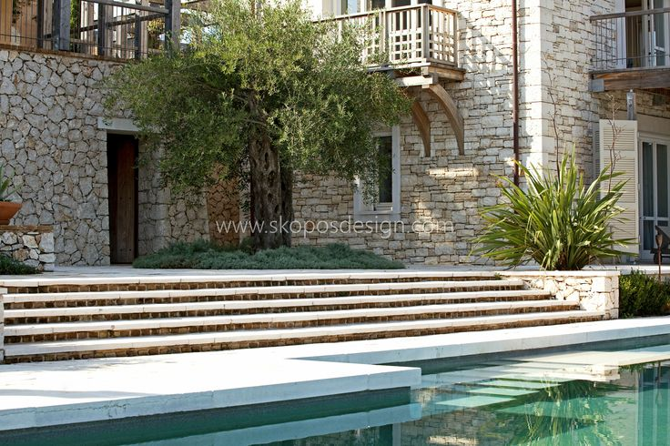 shallow steps to pool