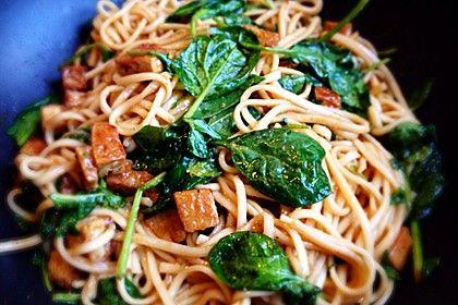 Udon-Nudeln mit Tofu und Spinat in Pfeffersauce, ein gutes Rezept aus der Kategorie Kochen. Bewertungen: 5. Durchschnitt: Ø 3,6.