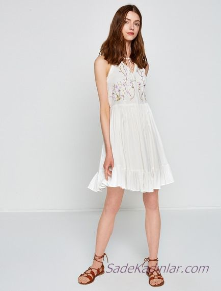 4ac0e18f61a4f Koton Beyaz Elbise Modelleri Kısa Boyundan Askılı Nakış İşlemeli Kloş Etekli