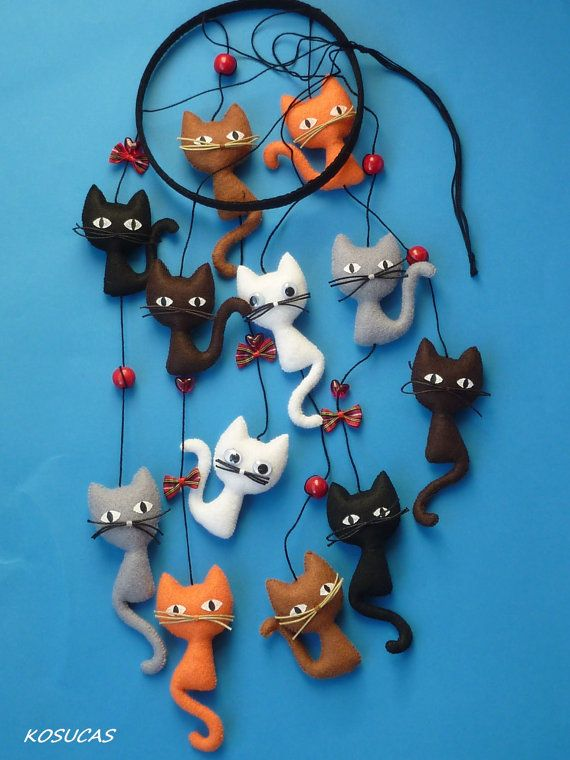 Felt mobile with cats