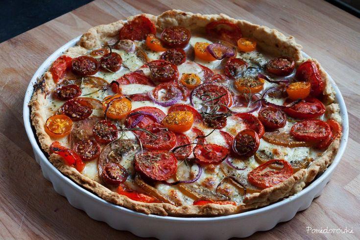 Kolorowa tarta z pomidorami i mozzarellą