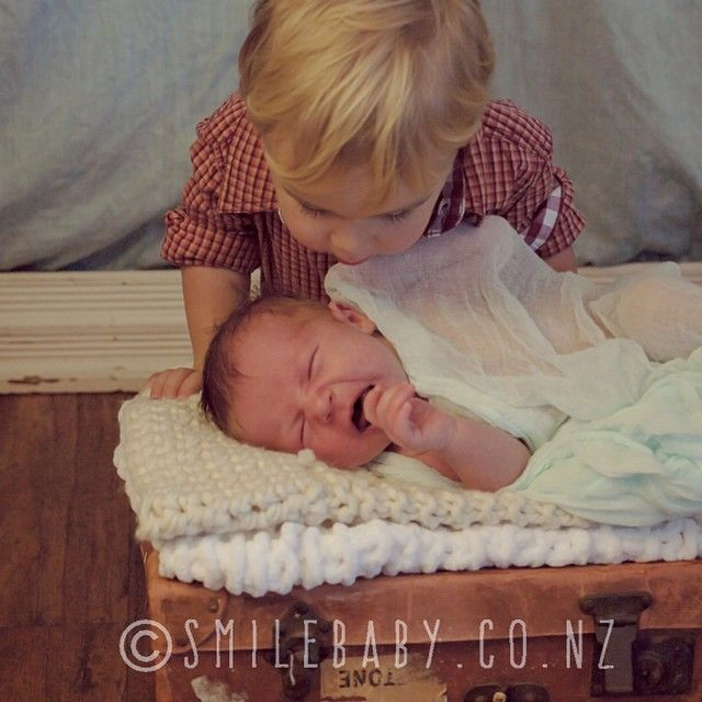#siblinglove #babyphotography #sweetness #newborn #smilebaby_nz