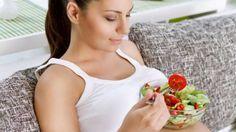 ¿Sabes lo qué puedes comer embarazada y qué no? Hoy hablamos de las 12 frutas recomendadas en el embarazo y algunos alimentos más recomendados.