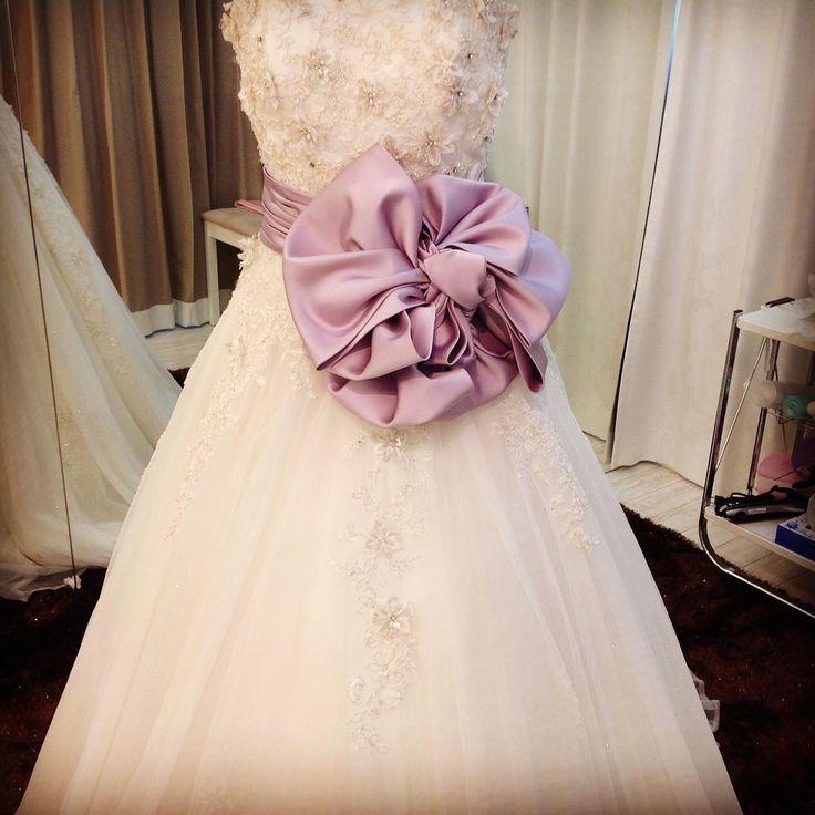 サッシュリボンのお花結びバージョンです #結婚準備 #神戸北野フェリーニ #花嫁 #サッシュリボン #サッシュベルト #ブライダル