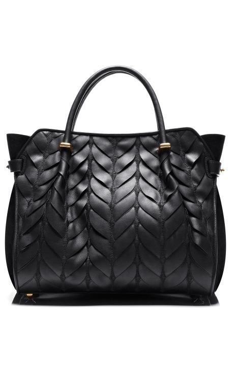Nina Ricci: bolsa preta com texturas. Maravilhosa!