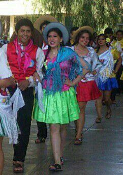 Vestimenta tipica de Tarija - Bolivia :) | costumes ...