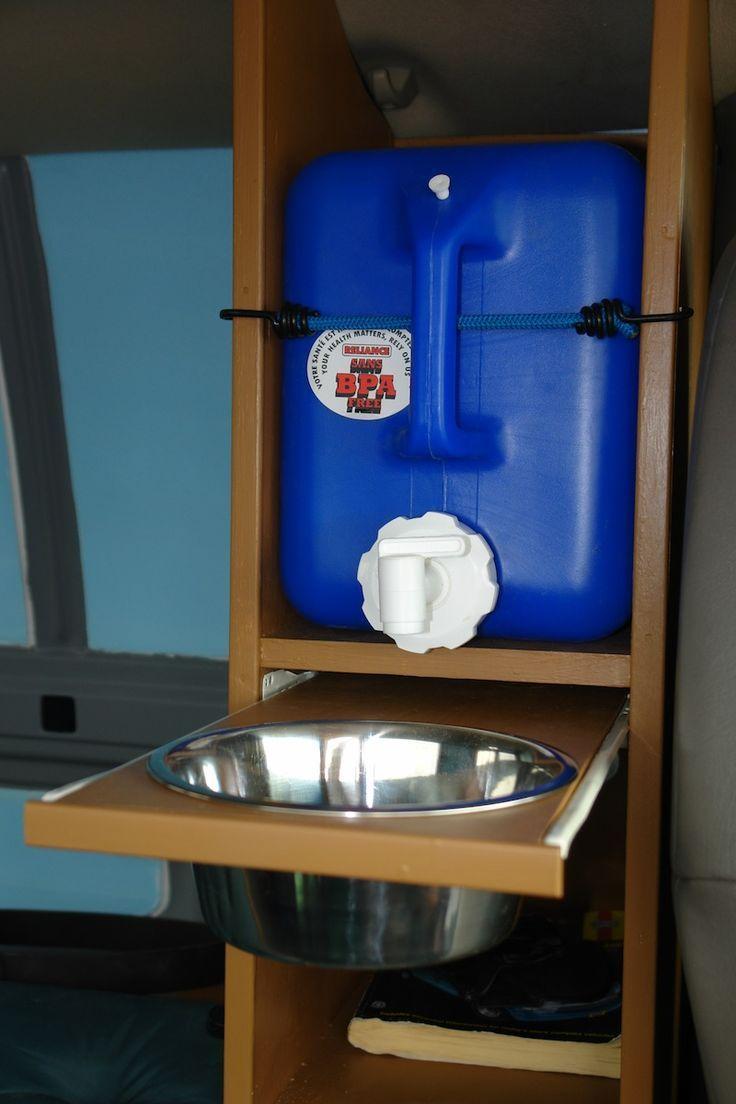 Wasserkanister mit herausziehbarer Schüssel