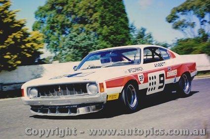 74041 - J. McCormack Ansett Valiant Charger - Sandown 1974 - Photographer Peter D Abbs - AUTOPICS