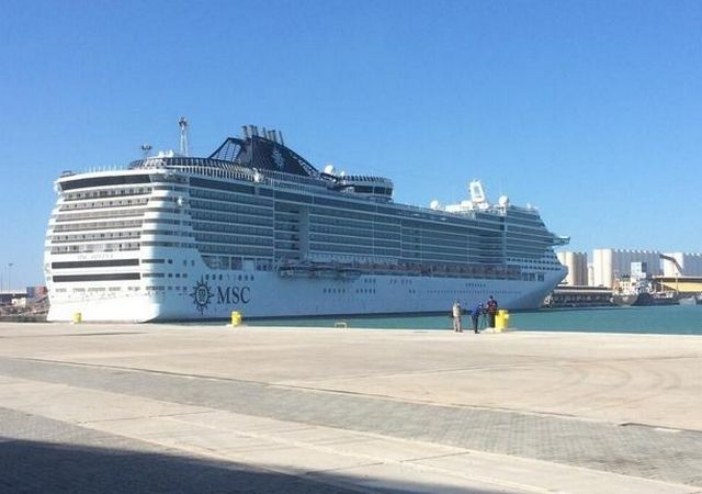 Llega a Galveston el crucero donde viajó sospechosa de contraer ébola