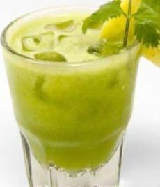 1 tasse d'ananas, 3 branches de céleri, 1 citron, 4 feuilles de menthe