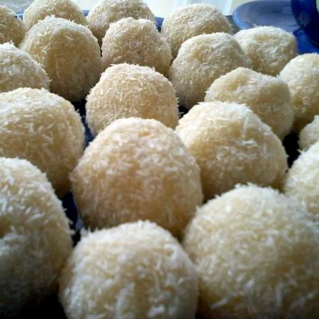Házi Raffaello golyók: Homemade Raffaello, Raffaello Ball, Hungarian Recipes, European Recipes, Raffaello Golyók, Házi Raffaello