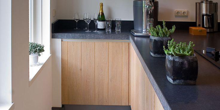 Modern landelijke keuken combineert gezelligheid met eigentijdse stijl home country kitchen - Eigentijdse houten keuken ...