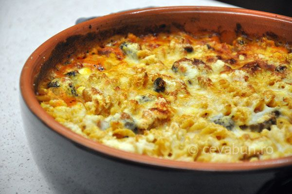 Paste picante la cuptor (al forno): cum se fac. Reteta de paste cu carnati semiafumati in sos roze, cu rosii. Paste picante cu carnati.
