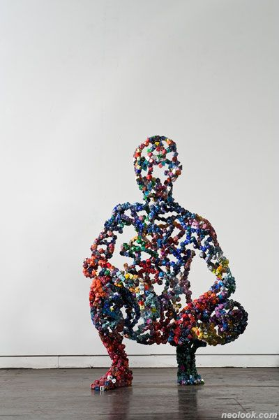 ** Kim Hyun takes casts of her subjects and then transforms those casts into sculptures using hundreds of dice. This is amazing and unique..some people are just so creative