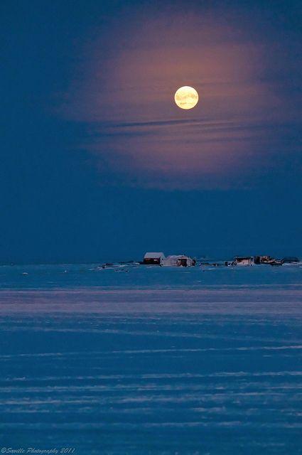 Full moon in Tuktoyaktuk, NT