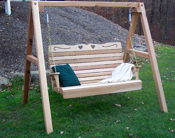 Love Porch Swings Design Ideas ~ http://www.lookmyhomes.com/enjoy-the-warmth-of-the-family-along-with-porch-swings/