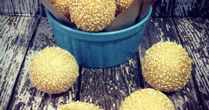 Resep Onde - Onde Empuk favorit. Dengan penambahan kentang, membuat onde - onde ini empuk dan tidak meletus saat digoreng