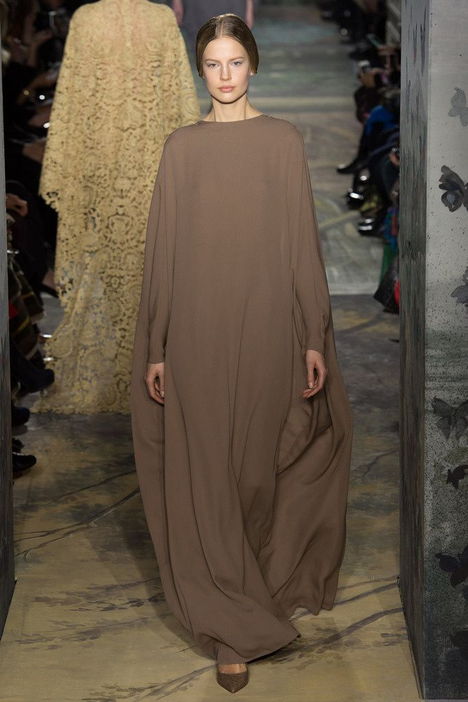 Valentino | elegance long and oversized dress ss14 Haute Couture París Maison Valentino