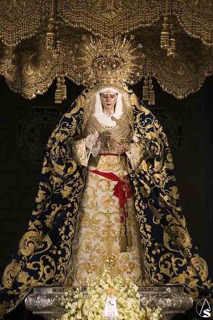 La Virgen de los Desamparados ya luce su nuevo manto y saya Semana Santa de Sevilla - Noticias Cofrades en Arte Sacro. El Portal de la Semana Santa de Sevilla
