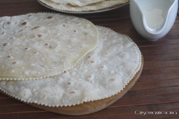 La piadina al latte, leggerissima, senza olio, strutto e lievito nell'impasto, perfetta in ogni occasione, anche come sostituto del pane.