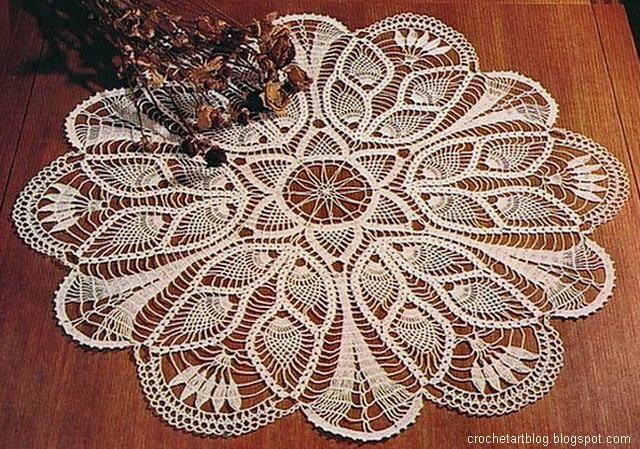 Crochet Art: Crochet Tablecloth Pattern Free - Pineapple Crochet Lace and tulip flowers