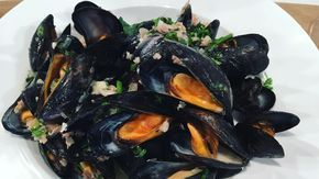Rick Stein's mussels with Bayonne ham and shallots