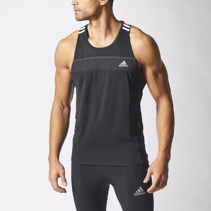 Made with climalite® fabric, this men's singlet pulls sweat away from skin to help you stay dry and focussed as you run. Mesh inserts target airflow to high-heat zones. Features reflective details.