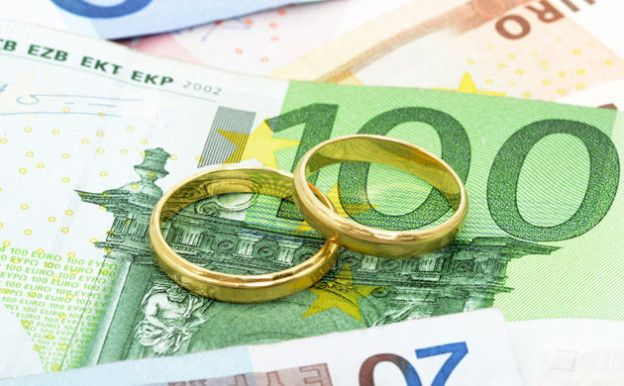 Galateo del matrimonio in tempo di crisi: chi paga le spese?