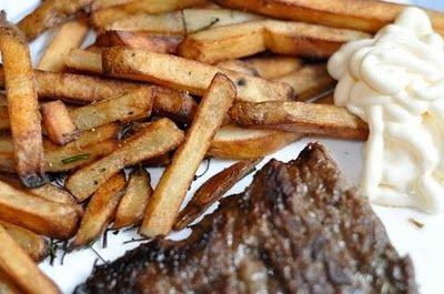 bavette de boeuf marinée et pommes de terre frites aux fines herbes - beef bavette, herb seasoned fries..all gluten free..it's possible!